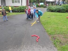 Подвижная игра для детей городки